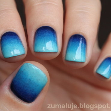 blue gradient nail art by Zu