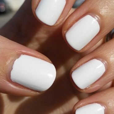 Sally Hansen White On Swatch by Hermine