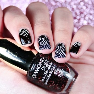 Geometry nail art by Romana