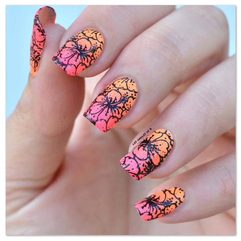 Hibiscus nail art by Les ongles de B.