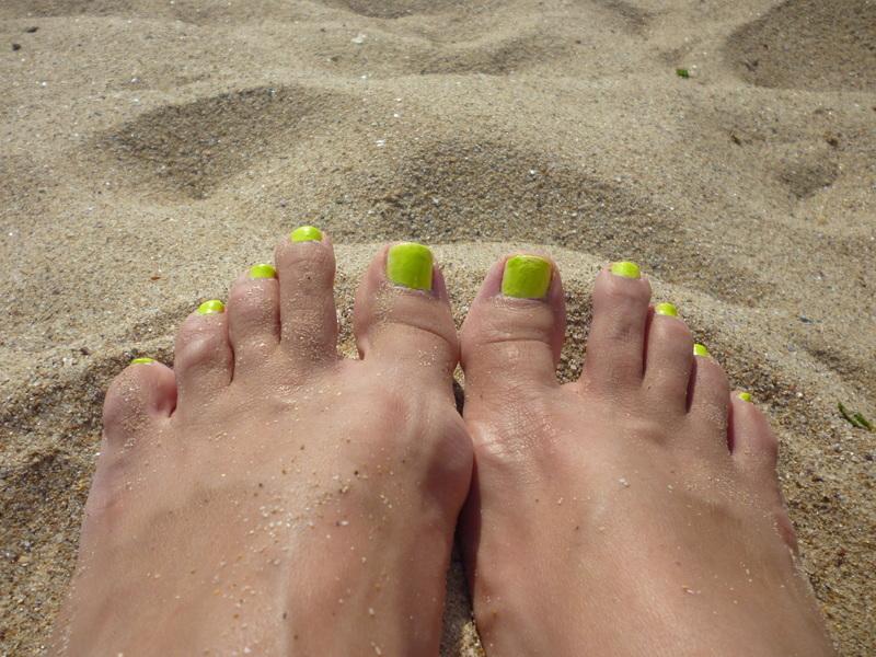 Neon feet nail art by velinux