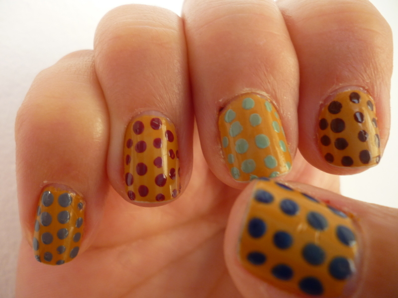 FALLing dots nail art by velinux