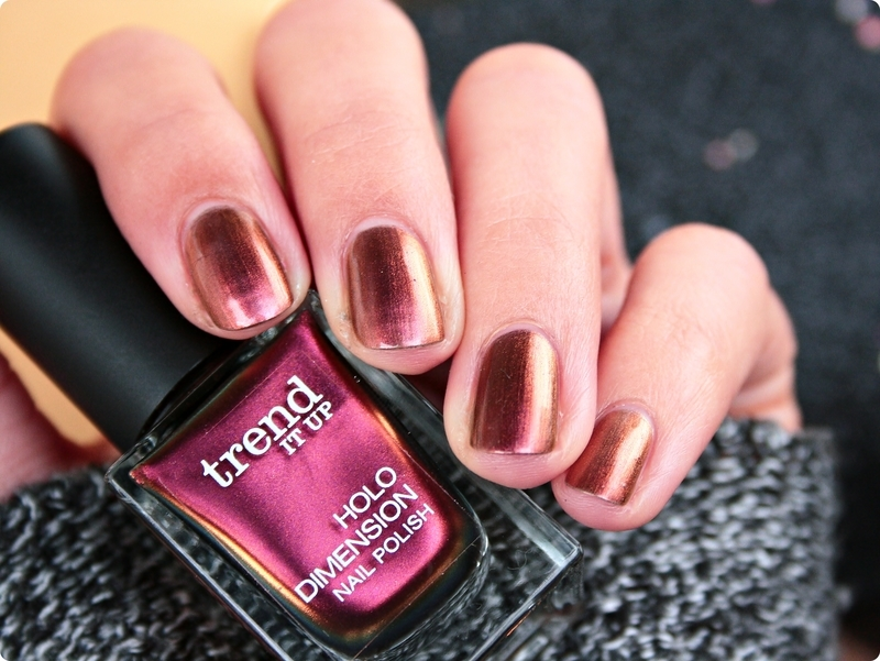 trend IT UP Holo Dimension 050 Swatch by Romana