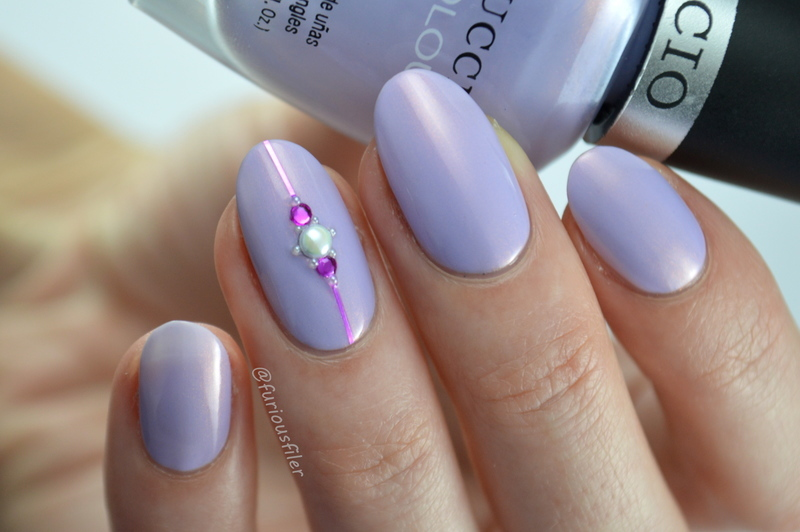 Blingy Accent Nail nail art by Furious Filer