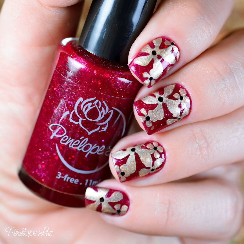 Flowers nail art by Penélope Luz