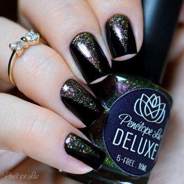 Stencil nail art nail art by Penélope Luz