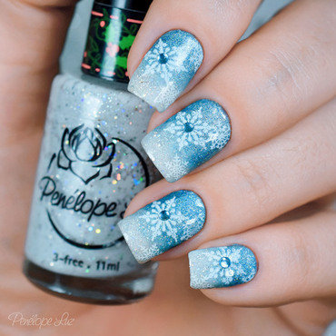 Nail Art Frozen nail art by Penélope Luz