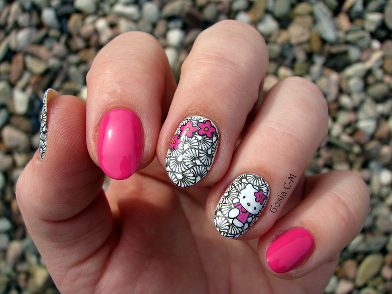 Hello Kitty  nail art by Nail Crazinesss