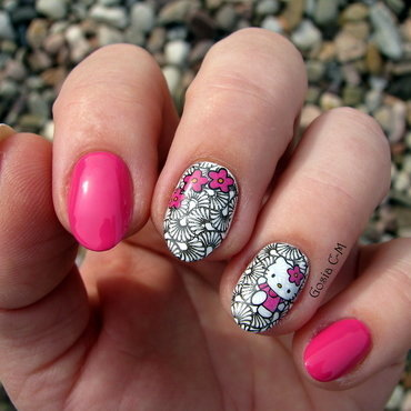 Hello Kitty  nail art by Nail Crazinesss