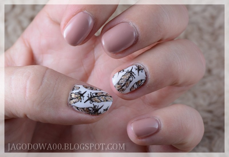 Golden feathers  nail art by Jadwiga