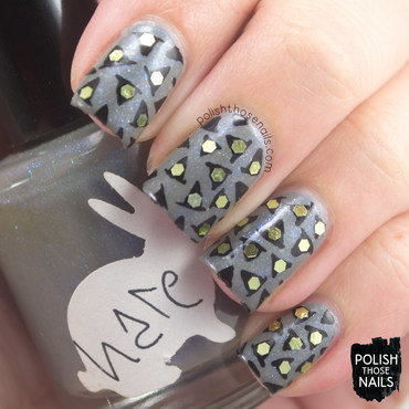 Grey shimmer witch hat pattern halloween nail art 4 thumb370f