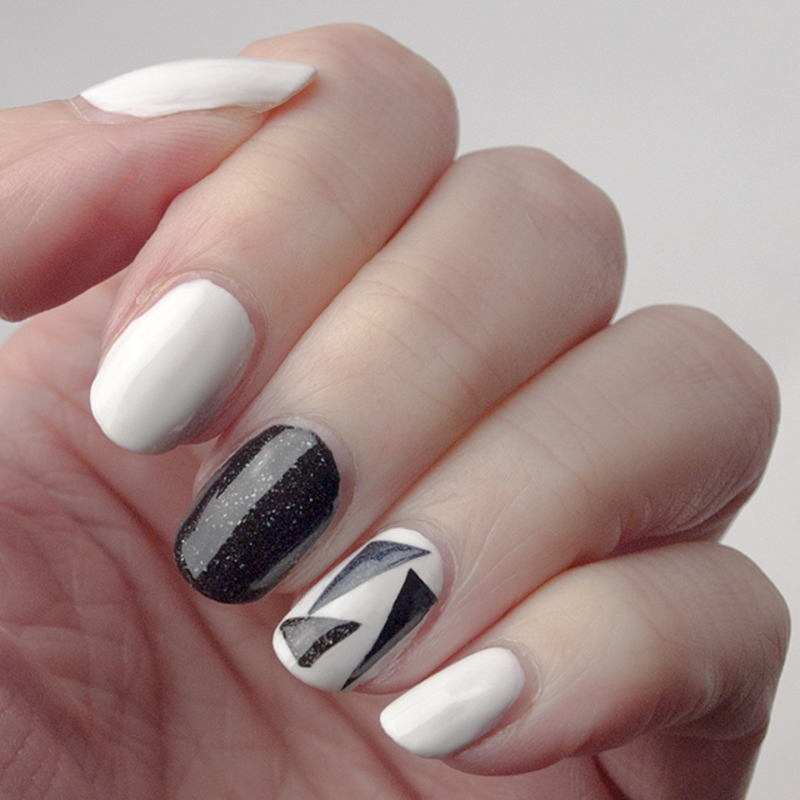 Triangles in black and white nail art by What's on my nails today?