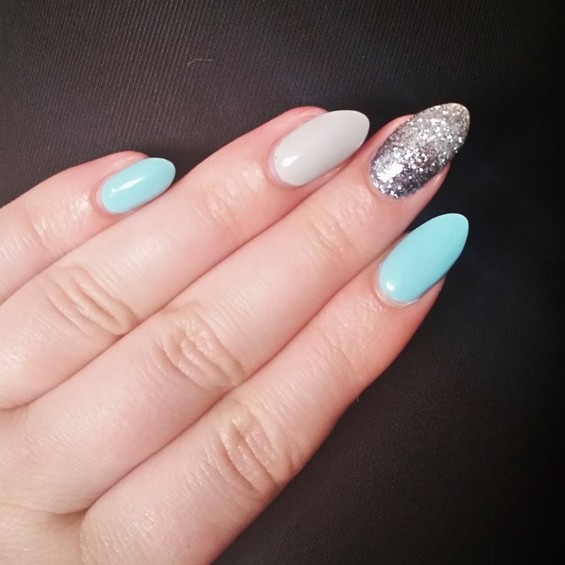Simple Spring Sparkles  nail art by Ailesh Abrams