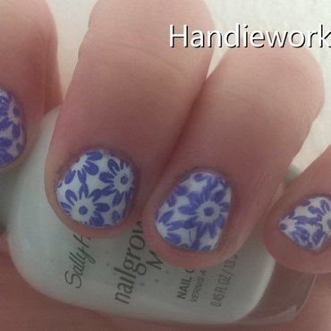 Flowers of blue and white nail art by Sazjay