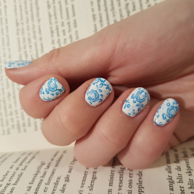 Blue roses nail art by TheSailorWoman