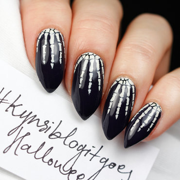 Skeleton fingers nail art by Yue