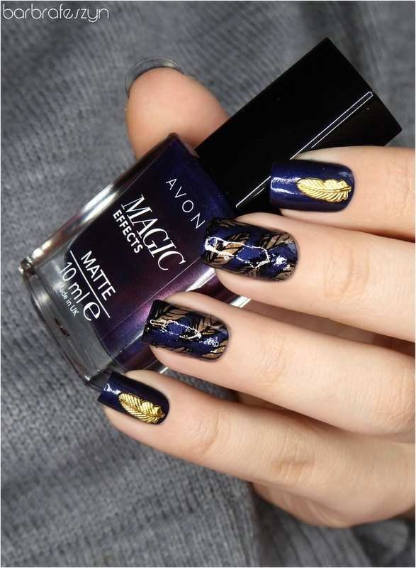 Golden feathers nail art by barbrafeszyn