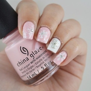 Pink winterland nail art by Julia