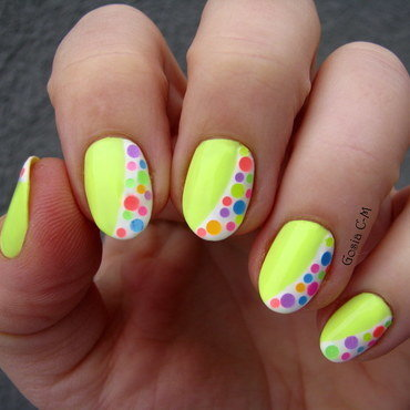 Neon dots nail art by Nail Crazinesss