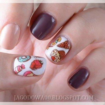 The Sweetest cupcakes nail art by Jadwiga