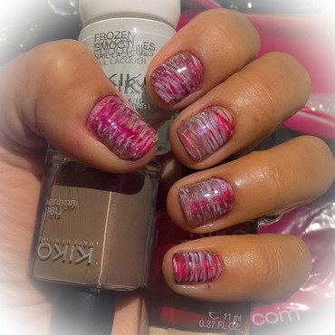 Cream, red and brown #fanbrushfriday  nail art by Avesur Europa