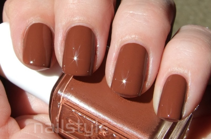Essie very structured Swatch by nail_style