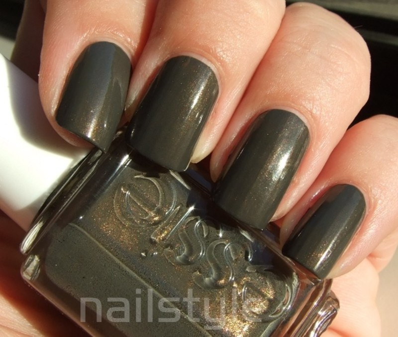 Essie Armed&Ready Swatch by nail_style
