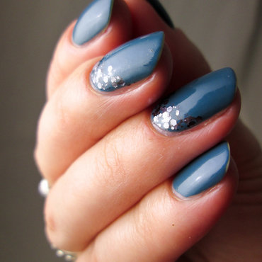 grey - blue with glitter nail art by Yenotek