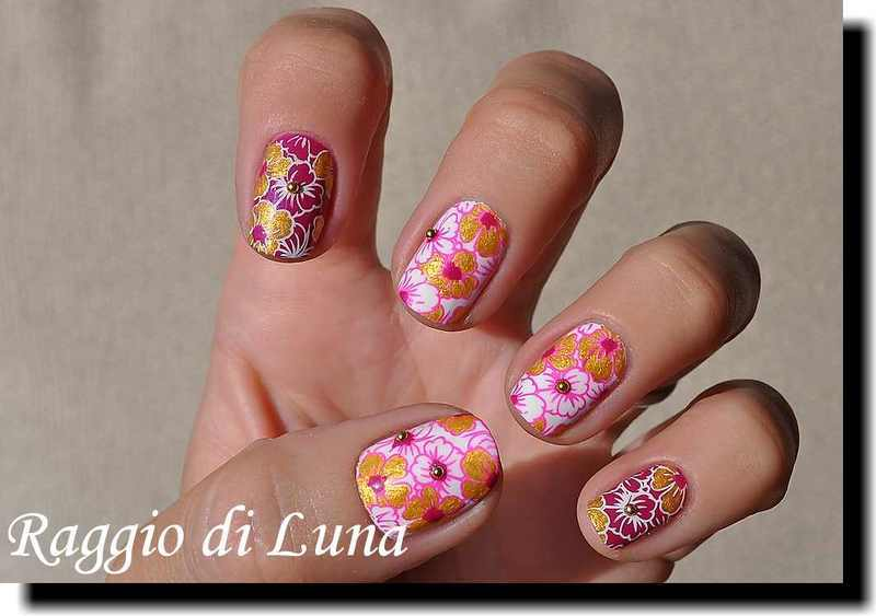Stamping: Golden flowers nail art by Tanja