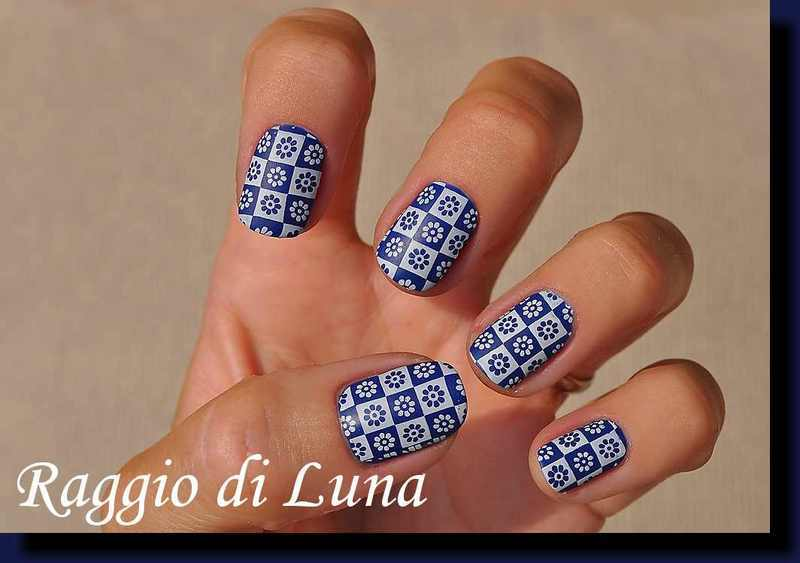 Stamping: White flowers on blue nail art by Tanja