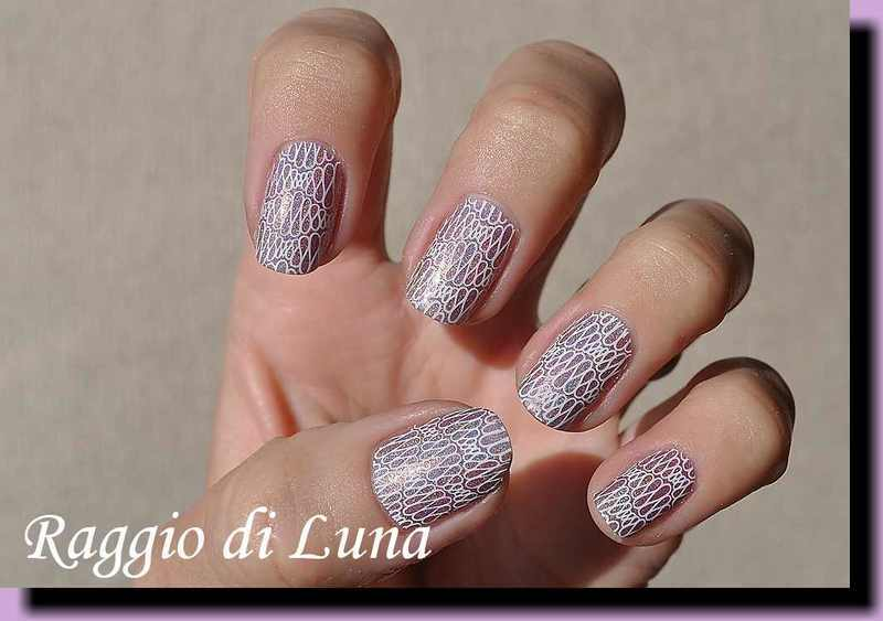 Stamping: White pattern on light purple holo nail art by Tanja