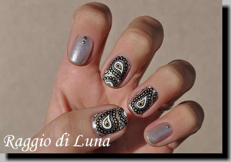 Christmas paisley manicure nail art by Tanja