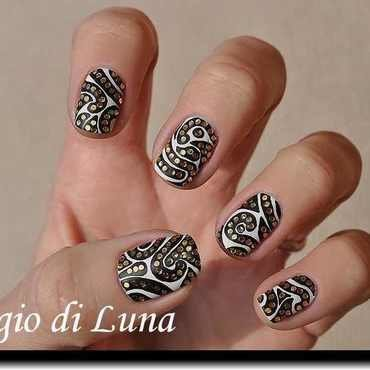 Abstract black & white & sparkly manicure nail art by Tanja