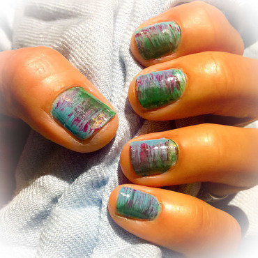 Green, Red and Pale Blue  nail art by Avesur Europa