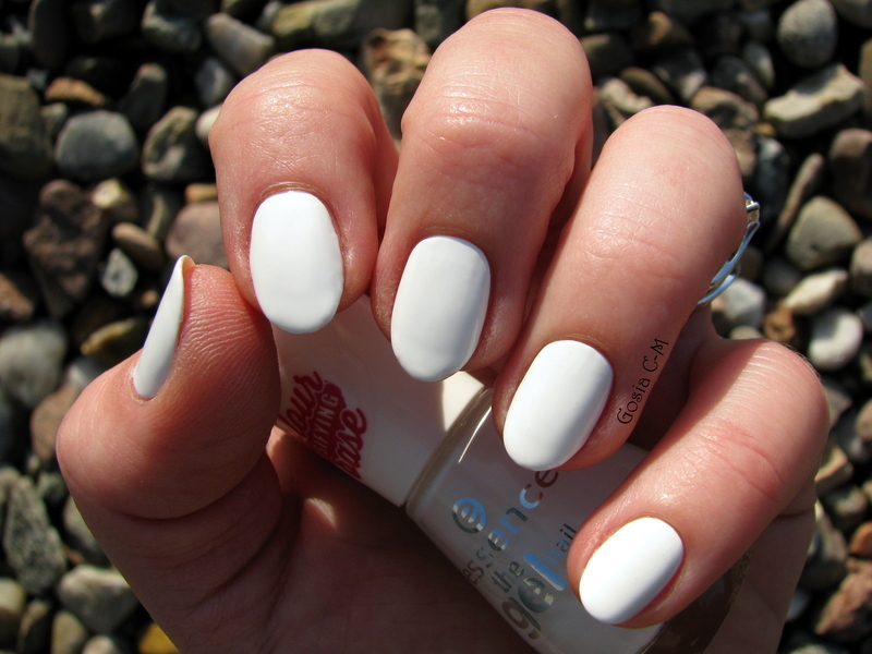 Essence 33 Wild White Ways Swatch by Nail Crazinesss