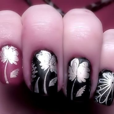 Flowers nail art by FRANCESCA SPORTELLA