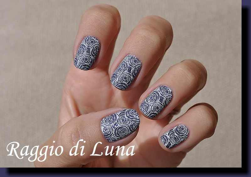 Stamping: White roses on agate textured purple nail art by Tanja