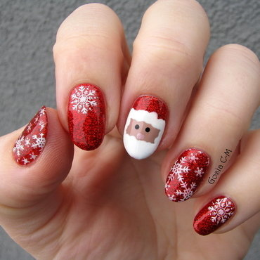 Santa in the snow nail art by Nail Crazinesss