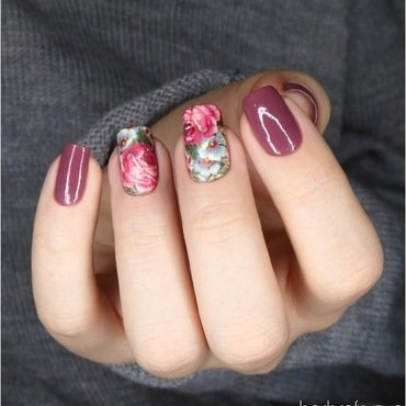 Floral design nail art by barbrafeszyn