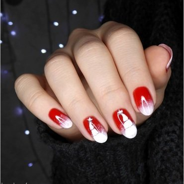 Red & White Christmas Tree nail art by barbrafeszyn