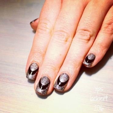Sparkle for #paintintochristmas nail art by die Yps lackiert