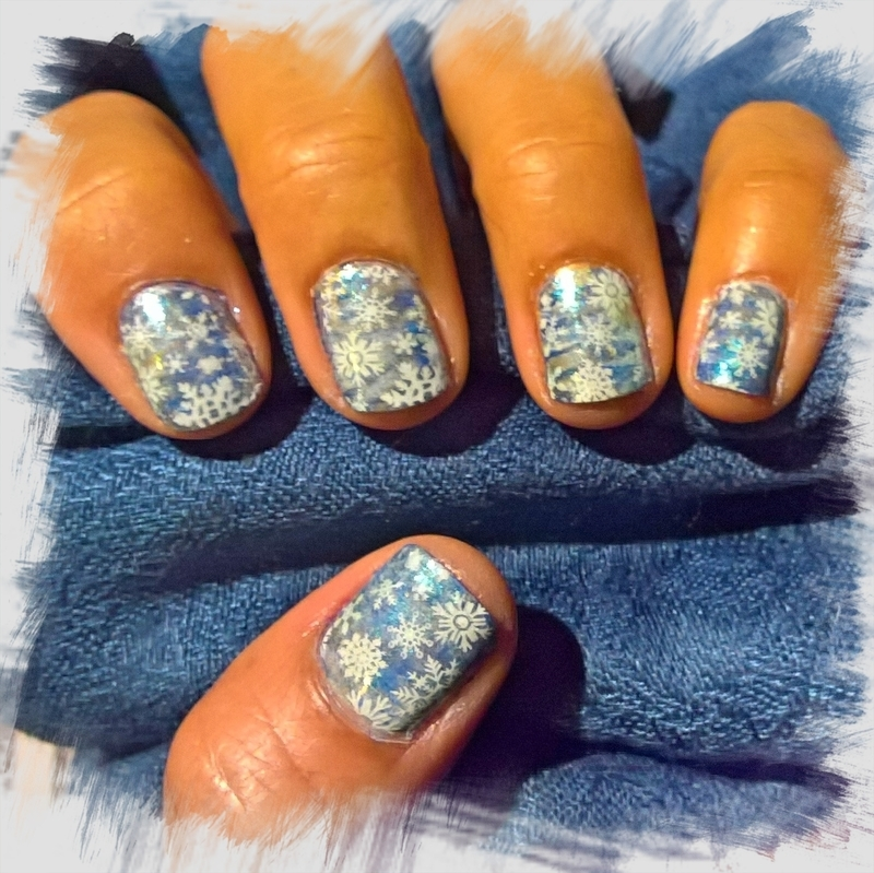 Snowing over #fanbrushfriday nail art by Avesur Europa