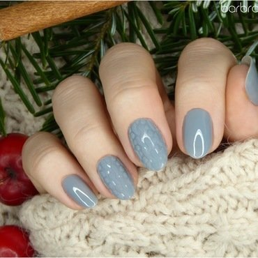 Cosy gray sweater nail art by barbrafeszyn