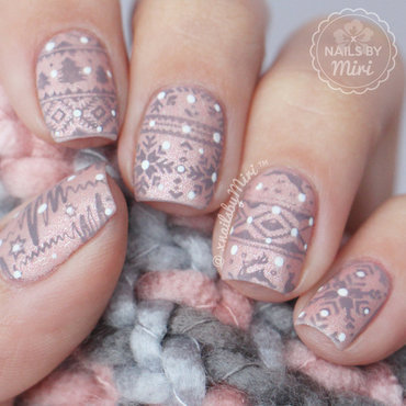 Christmas Sweater nail art by xNailsByMiri