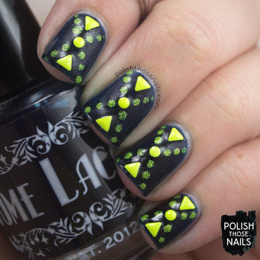 Dark blue neon yellow triangle polka dot geometric nail art 4 thumb370f