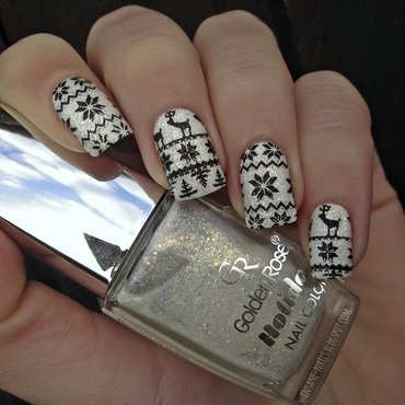 Black and white ugly sweater nail art by Sanela