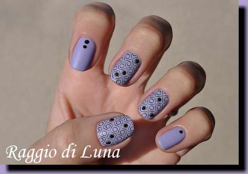 Stamping: Black circles on light purple nail art by Tanja