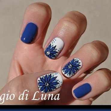 Blue daisies on white nail art by Tanja