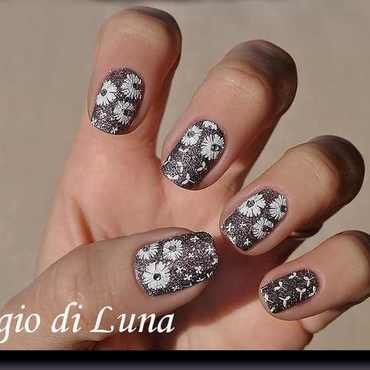 Stamping: White dandelions on silver crystals nail art by Tanja