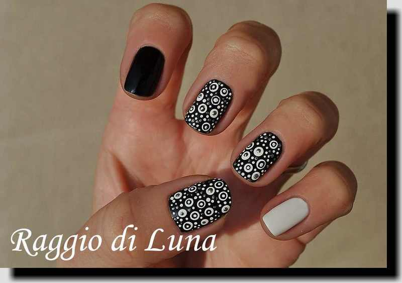 Dots in black & white nail art by Tanja